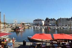 La Chambre du Marin, Bed & Breakfast  Honfleur - big - 29