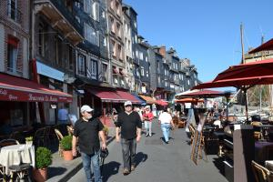 La Chambre du Marin, Bed & Breakfast  Honfleur - big - 32