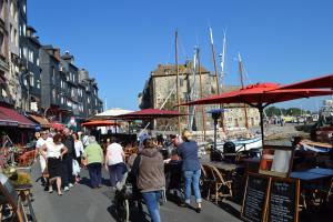 La Chambre du Marin, Bed & Breakfast  Honfleur - big - 33