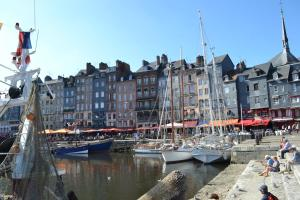 La Chambre du Marin, Bed & Breakfast  Honfleur - big - 3