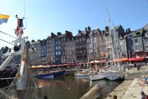La Chambre du Marin, Bed & Breakfast  Honfleur - big - 21