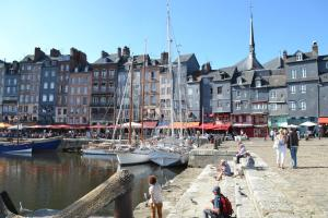 La Chambre du Marin, Bed & Breakfast  Honfleur - big - 1