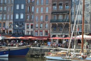 La Chambre du Marin, Bed & Breakfast  Honfleur - big - 19