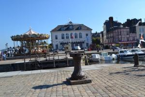 La Chambre du Marin, Bed & Breakfast  Honfleur - big - 4