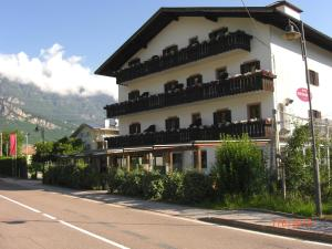 Nearby hotel : Hotel Kurtinigerhof