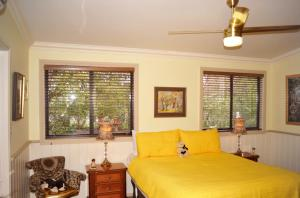 Must Love Dogs B&B & Self Contained Cottage