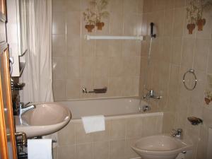 Residenz La Mora, Apartments  La Punt-Chamues-ch - big - 41