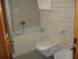 Residenz La Mora, Apartments  La Punt-Chamues-ch - big - 38