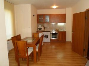 Cedar Lodge 3/4 Self-Catering Apartments, Apartments  Bansko - big - 42