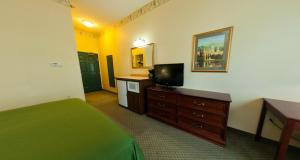 Country Inn & Suites by Radisson, St. Cloud East, MN, Отели  Saint Cloud - big - 9