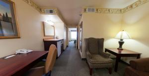 Country Inn & Suites by Radisson, St. Cloud East, MN, Отели  Saint Cloud - big - 3