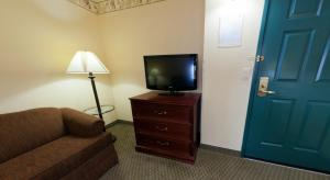 Country Inn & Suites by Radisson, St. Cloud East, MN, Отели  Saint Cloud - big - 15