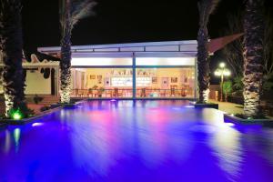 Курортный отель Crescent Beach - фото 20