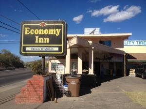 Economy Inn Globe
