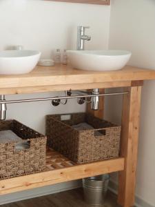 Chambres d'hôtes Le Cartounier, Bed and Breakfasts  Pinel-Hauterive - big - 2