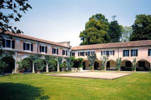 Corte di Villa Colloredo
