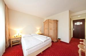 Queen Double Room