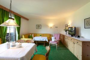 Landhaus Schwarz, Ferienwohnungen  Mieming - big - 23