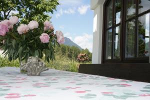Landhaus Schwarz, Ferienwohnungen  Mieming - big - 22