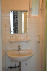 Enkeltværelse med fælles bad og toilet
