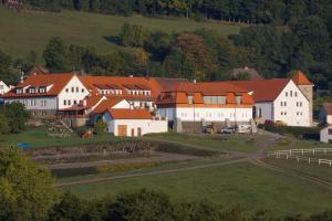 Hotelový a jezdecký areál Dvur Krutenice