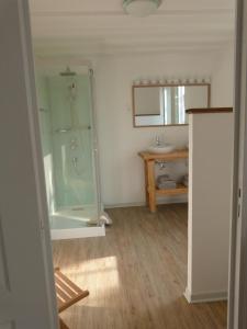 Chambres d'hôtes Le Cartounier, Bed and Breakfasts  Pinel-Hauterive - big - 6