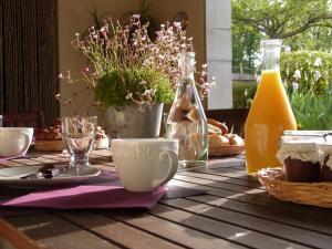 Chambres d'hôtes Le Cartounier, Bed and Breakfasts  Pinel-Hauterive - big - 28
