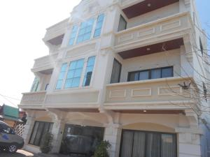 Niraxay Apartment