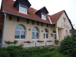 Anker Étterem és Panzió, Guest houses  Gönyů - big - 28