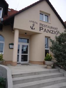 Anker Étterem és Panzió, Guest houses  Gönyů - big - 17