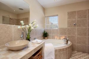 Villa Atlantica Boutique Guesthouse, Guest houses  Cape Town - big - 60
