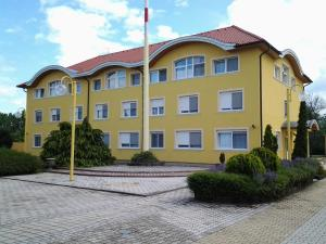 Leier Business Hotel, Aparthotely  Gönyů - big - 48