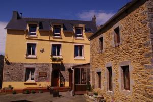 Les Petits Gallais, Отели типа «постель и завтрак»  Saint-Carreuc - big - 1