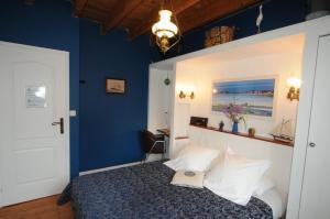 Les Petits Gallais, Отели типа «постель и завтрак»  Saint-Carreuc - big - 17