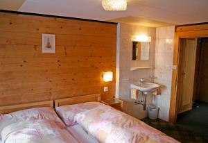 Anemone, Apartments  Saas-Fee - big - 19