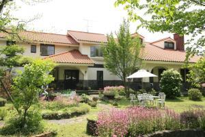 Асо - Stone House Inn Camello