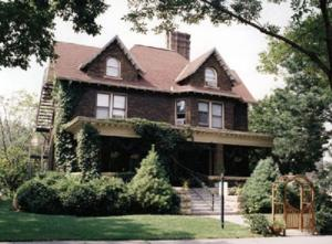 Nearby hotel : Butler House Bed and Breakfast