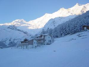 Haus Belle-Vue, Apartmány  Saas-Fee - big - 46