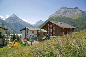 Haus Belle-Vue, Apartmány  Saas-Fee - big - 45