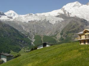 Haus Belle-Vue, Apartmány  Saas-Fee - big - 17