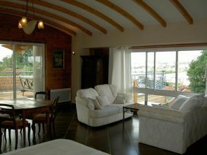La Maison Du Coteau, Bed & Breakfast  Cachan - big - 2
