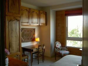La Maison Du Coteau, Bed & Breakfast  Cachan - big - 11