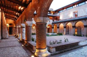 Nearby hotel : Relais Colle Di Costa