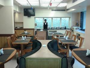Hotel Athena, Отели  Нью-Дели - big - 14