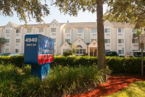 Nearby hotel : Hometown Inn & Suites Jacksonville Butler Blvd./Southpoint
