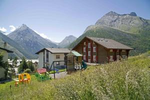 Haus Aristella, Apartments  Saas-Fee - big - 90