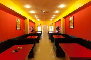 R.R.Hotel Restaurant & Lounge
