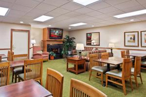 Country Inn & Suites by Radisson, Peoria North, IL, Hotels  Peoria - big - 25