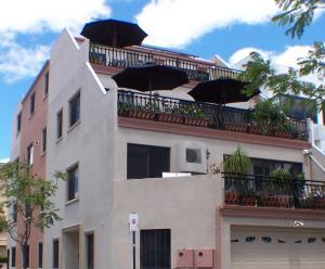 Perths La Casa Rosa B&B