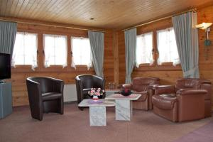 Chalet Marmottes, Chalets  Saas-Fee - big - 11